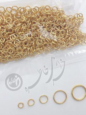 حلقه اتصال از محصولات بسیار پر کاربرد در ساخت انواع زیورآلات مهره ای، سیمی، چرمی و … می باشد، از این محصول برای اتصال انواع قطعاتی که سر آن ها حلقه ای شکل است به یکدیگر یا به زنجیر، بندهای چرمی و … استفاده می شود.